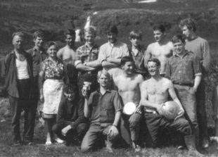 Símavinnuflokkur Kjartans Sveinssonar í Mjóafirði árið 1969. Gísli er fjórði frá hægri í efri röð