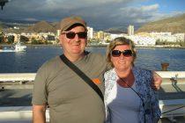 Liggja í sólinni á Tenerife og tala saman