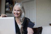 Eldri konur meira á Facebook en karlarnir