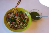 Litríkt pastasalat og klettakálspestó